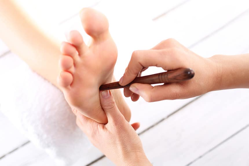 5 Massages for Pressure Points on Feet That You Can Do Anytime