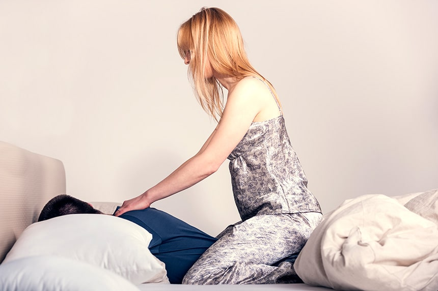 How-to-Give-a-Back-Massage-to-a-Loved-One
